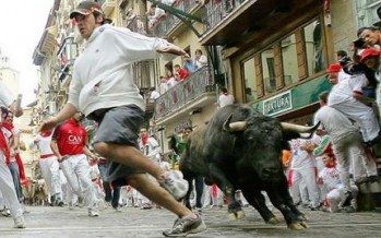 Australian government urges against running with the bulls in Pamplona