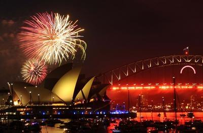 Sydney_fireworks_New_Years_Eve_2011