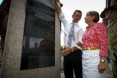 Queensland_floods_anniversary_plaque_Bligh