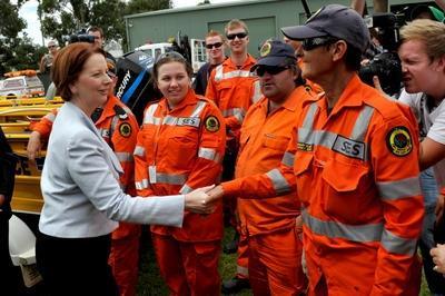Gillard tours Wagga floods