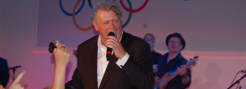 John Farnham surprises Aussie Olympic Team in London
