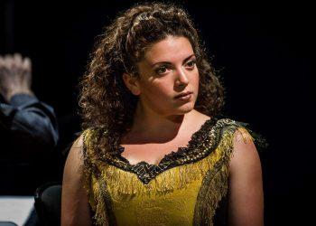 The Yellow Sofa - Julian Philips - Glyndebourne - 2012Amarela - Lauren Easton
