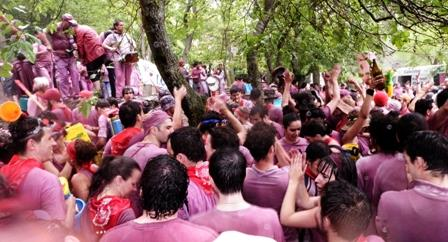 San Vino. Aka the Wine Fight. Aka Batalla de Vino.