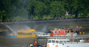 Australian tourists rescued from Thames boat tour fire