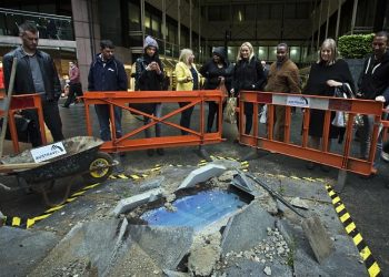 London sinkhole to Australia