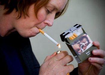 Australia cigarette plain packaging