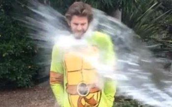 Liam Hemsworth - Ice Bucket Challenge