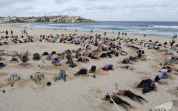 Heads buried in sand for G20 climate protest at Bondi