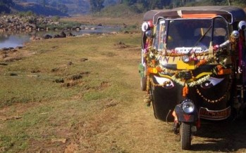 Nutty Aussies on perilous rickshaw journey in aid of medical research
