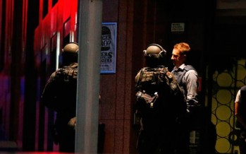 Police dramatically storm Sydney café to end siege