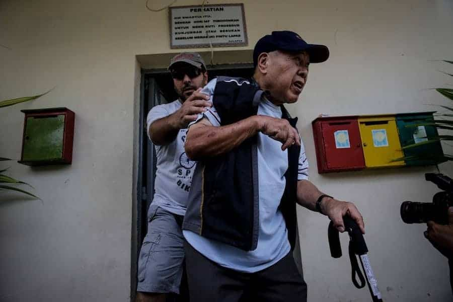 Australian Ken Chan, the father of death-row prisoner Andrew Chan, leaves after visiting Andrew at Kerobokan Prison on February 10, 2015 in Denpasar, Bali, Indonesia. Photo by Agung Parameswara/Getty Images