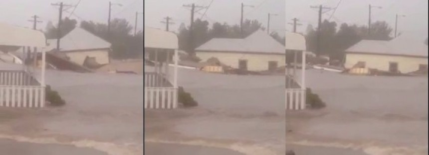 Houses are floating down the streets in New South Wales [VIDEO]