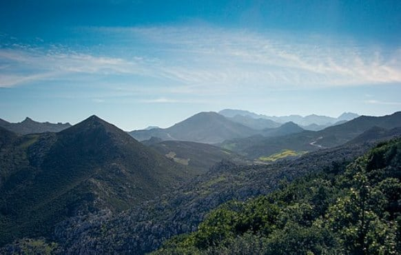 Rif Mountains (By Hamza.hayoun (Own work) [CC BY-SA 4.0 (https://creativecommons.org/licenses/by-sa/4.0)], via Wikimedia Commons)