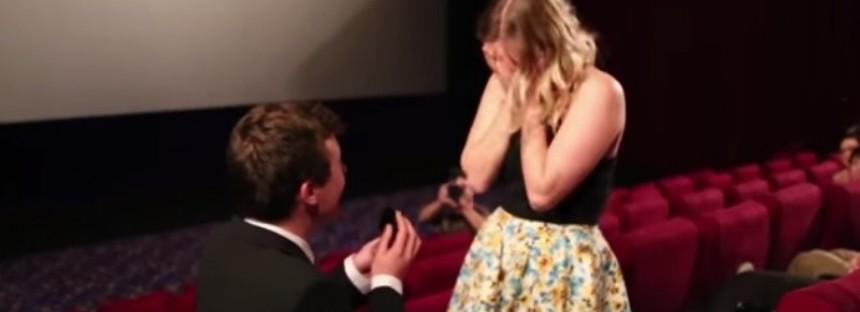 Aussie man's proposal goes viral