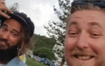 Top Aussie blokes return lost phone, but only after a few beers and some fun [VIDEO]