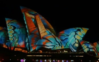 Opera House sails light up in spectacular Vivid colour for amazing display of sight and sound [VIDEO]
