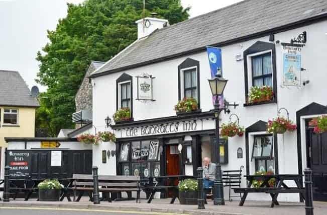 Bunratty Inn, Co. Cork, Ireland. (By KlausHausmann via Pixabay)
