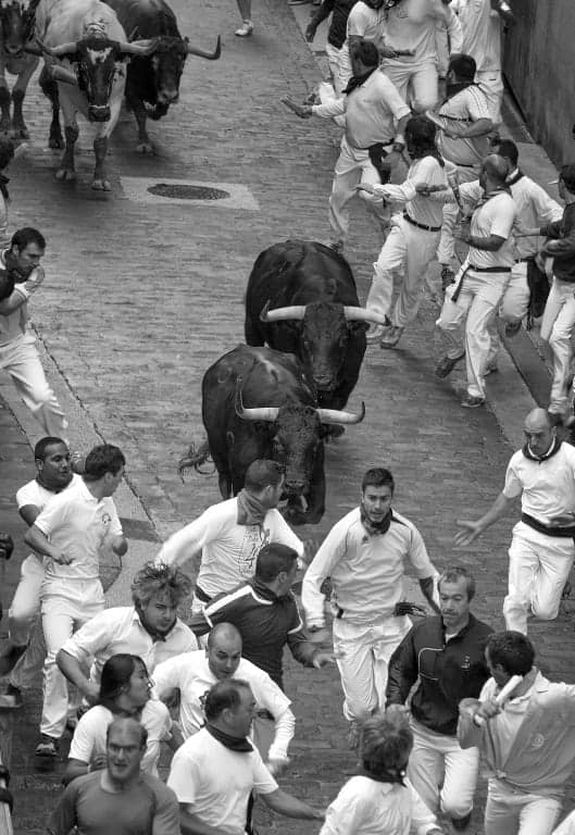 Pamplona Running of the Bulls - Carreras_por_Iruña_(cropped)