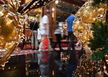 Many Australian consumers are concerned at the environmental impact of their shopping habits, especially at Christmas. (AAP/The Conversation)