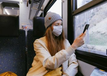 Corona virus: phone apps. (Image via Pexels)