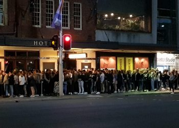 The queue outside the Golden Sheaf Hotel on Wednesday evening. Photo credit: Twitter