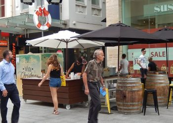 Shoppers in Rundle Mall in the Adelaide CBD. Photo credit: Wikimedia Commons