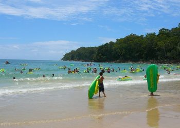 Noosa Covid-19 scare after teens arrested - Noosa beach image