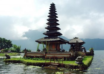 Bali temple. Image by DEZALB from Pixabay