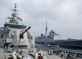HMAS Toowomba in the Middle East with a French warship