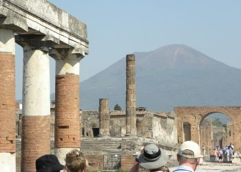 Tourists in the ruined city of Pompeii. Image by Michael Swanson from Pixabay