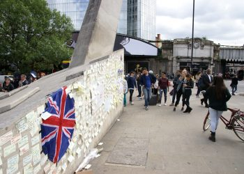 Tributes on London Bridge to terror attack victims. Photo credit: Wikimedia Commons