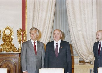 Bob Hawke (left) meeting with Mikhail Gorbachev, former President of the Soviet Union, in 1988. Photo credit: Department of Foreign Affairs and Trade – www.dfat.gov.au