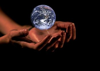 Image by Anja?#helpinghands #solidarity#stays healthy? from Pixabay