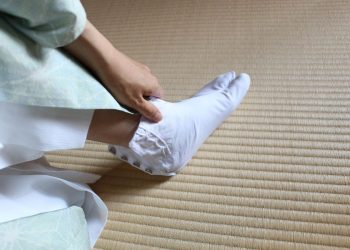 South Korea and Japan working on resolution in case of comfort women socks in Japan