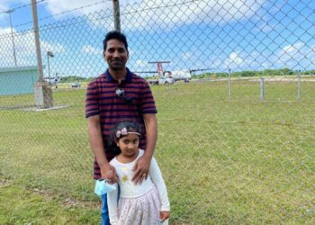 Nadesalingam Murugappan and his daughter Kopika about to board an aircraft to be reunited with the rest of the family in Perth. Photo via Nic Holas on Twitter