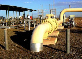 A natural gas pipeline near Dampier in WA. Photo credit: Glen Dillon via Wikipedia