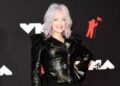 Cyndi Lauper calls for women's rights at MTV VMAs