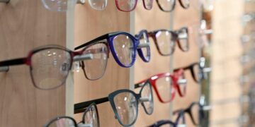 Facebook warned over small LED camera on Ray-Ban glasses