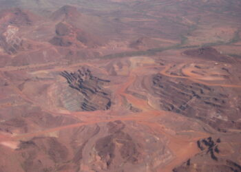 An aerial view of open-cast mining in the Pilbara region of WA. Photo credit: Calistemon via Wikipedia
