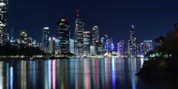 Brisbane CBD by night. Image by 6350145 from Pixabay